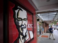 restaurant-customer-walks-out-shanghai-in-kfc_72cebf88-9f13-11e5-94b5-bfaeb774c8f3